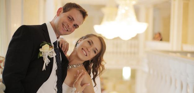 婚約指輪と結婚指輪、違いはなに?
