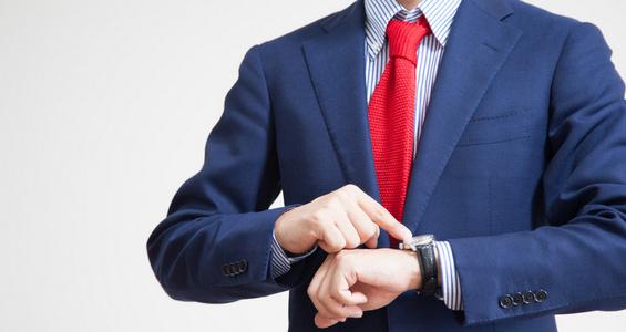婚約指輪のお返しに時計を贈る