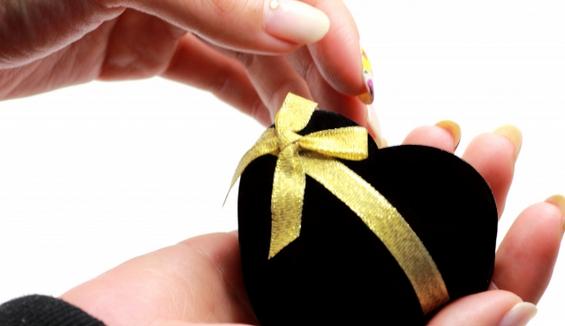 なぜ婚約指輪を贈るのか