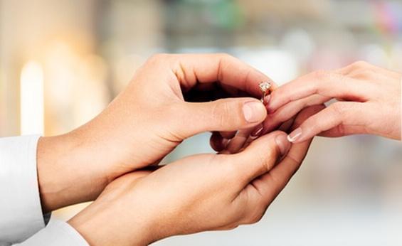 男性も婚約指輪を贈りたい
